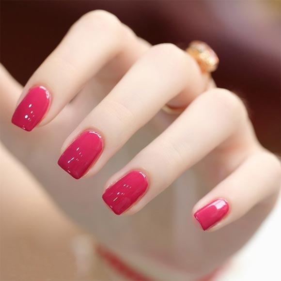 结合了椭圆形指甲的优雅和方形指甲的干练
